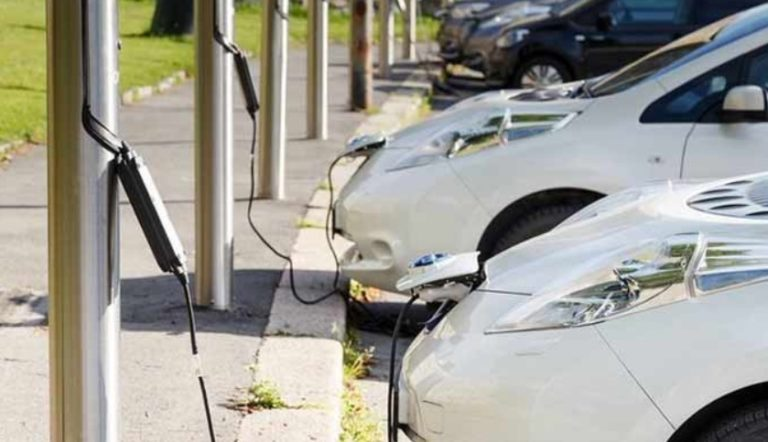 This company's gift to electric car buyers will be 100 Charging stations in Noida