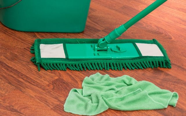 Floor cleaner with towel and basket