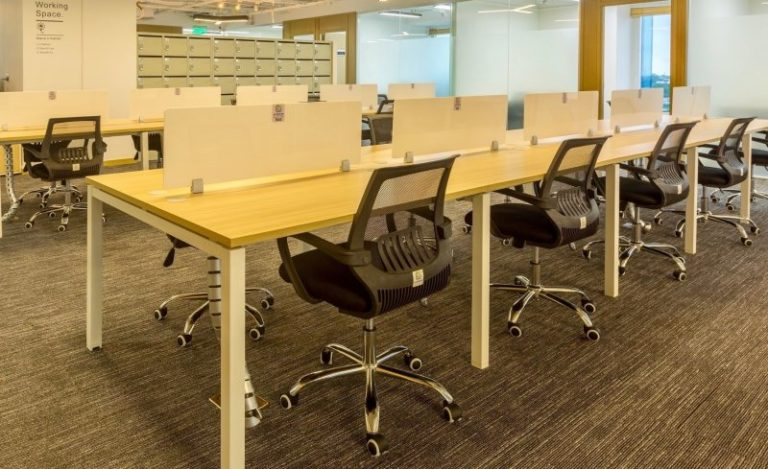 Let's Understand The Difference Between Hit Desk And Fixed Desk