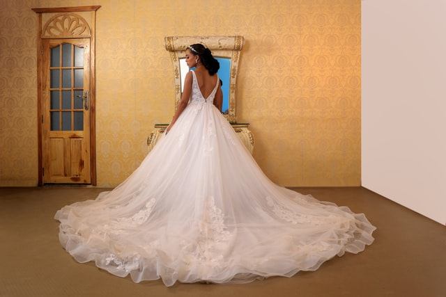 Top 6 Questions All Brides Need to Ask Before Shopping for a Wedding Dress