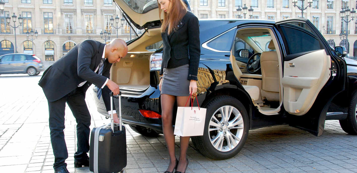 Choose the Best Service for Airport Transfers Reading